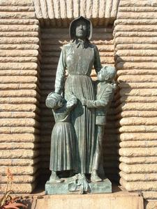 Voortrekker Woman And Children Statue