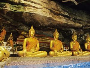 Wat Tham Sawan Khuha