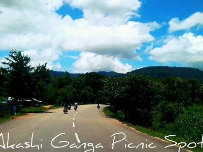 Way To Akashi Ganga Picnic Site