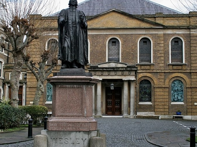 Wesley's Chapel With Courtyard And Statue
