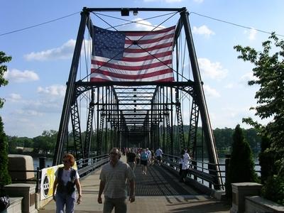Walnut  Street  Bridge Pedestrians