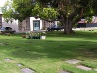 Cementerio Westwood Village