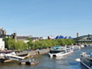 A panorama cruise along Düsseldorf Photos