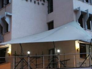 Free First Night Hotel Accommodation in Nairobi. Photos