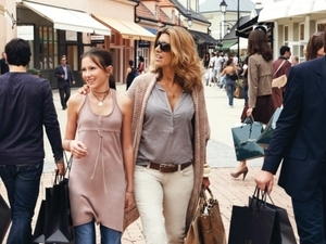 La Vallée Village Shopping Tour Photos