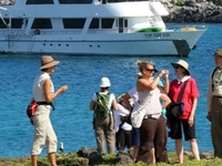 Live Galápagos 4d/3n on board the Cruise Tip Top III, excelent deal with air ticket included