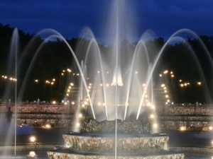 Royal evening at Versailles: Serenade in the Hall of Mirrors and night fountain Show - VNN Photos