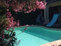 Detached house with swimming pool