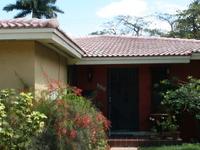 Home in central MIA close to airpor