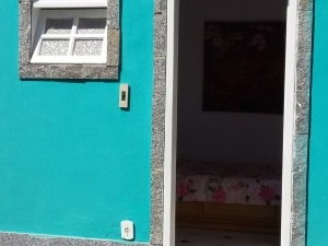 Independent room for six near beach