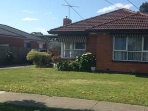 Quiet, bright, Chinese-Aussie home