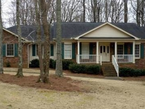 Roomy home <1 mile from KSU campus!