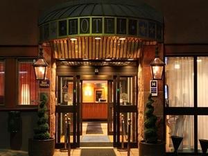 Best Western Kom Hotel/Hostel
