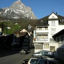 Hirschen Backpackers Hotel & Pub