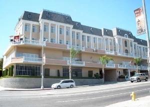San Pedro Inn & Suites