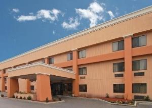 Budgetel Inn & Suites Memphis Airport