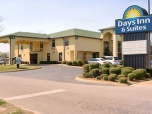 Selma Days Inn and Suites
