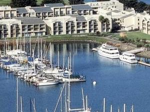 DoubleTree by Hilton Berkeley Marina