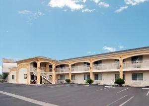 Econo Lodge Inn And Suites - Garden Grove
