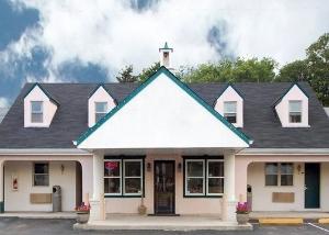 Econo Lodge Newton