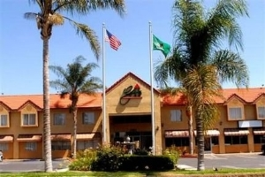 GuestHouse Hotel & Suites Upland