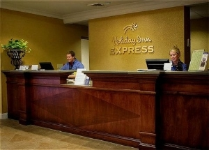 Holiday Express and Suites Univ