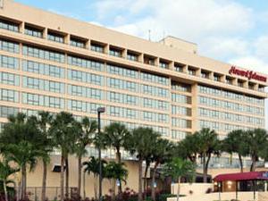 Howard Johnson Plaza Hotel Miami Airport