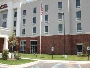 Hampton Inn & Suites Hampton Cove