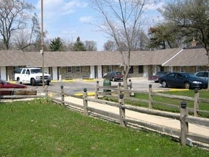 Crestview Inn Suites Cedarlake
