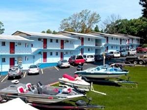 Brass Door Inn And Suites Lake