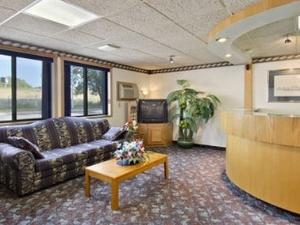 Wakota Inn & Suites