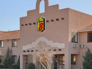 Super 8 Motel - FT. Sumner