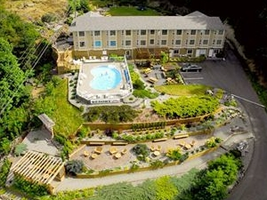 Whiskey Point Resort