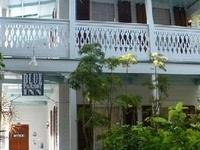 Blue Parrot Inn