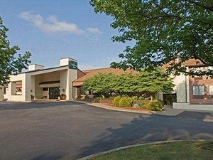 Holiday Lodge Hotel & Conference Center