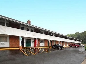 Econo Lodge Inn and Suites Northborough