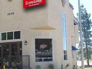 Econo Lodge Inn & Suites Fallbrook