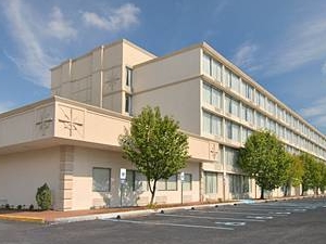 Wynnwood Plaza Hotel - Newport News