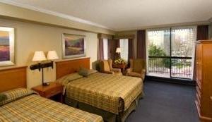 Queen Victoria Hotel & Suites