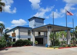 Quality Inn & Suites Yacht Club Basin