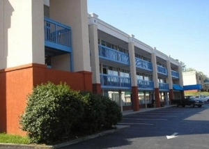 Rodeway Inn And Suites Harrima