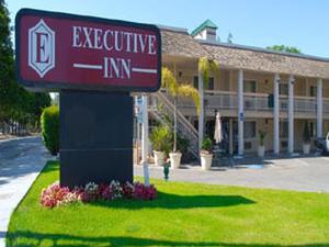 Caravelle Inn & Suites