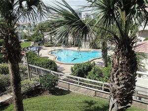 Hibiscus Oceanfront Resort
