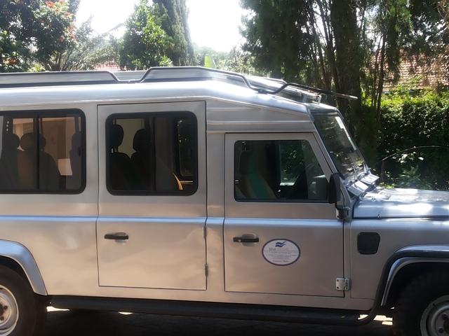 Car Rental for Safari Customized Photos