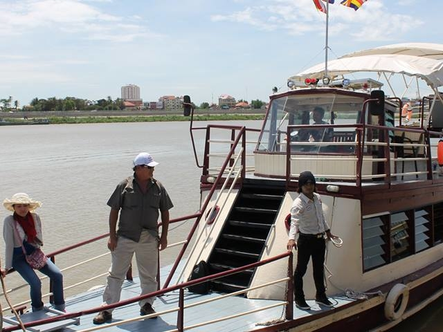 Phnom Penh to Siem Reap Cruise Tonle Sap River Photos