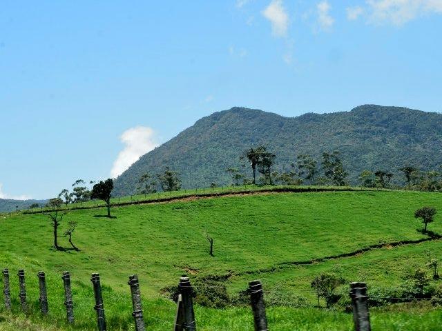 Sri Lanka Tour for Two Photos