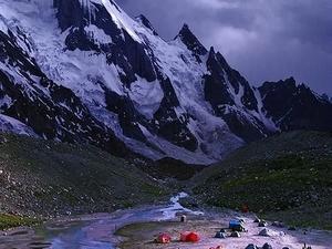 Traverse Karakoram Hushy GGLA Snow Lake Hunza Photos