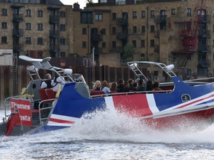 Thames Monsta: the Fastest Premium Jet Boat Ride on the Thames Fotos