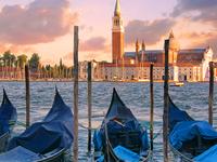 Gondoles Venice Italy