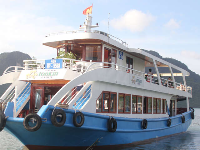 Lan Ha Bay & Halong Bay Full Day Trip Photos